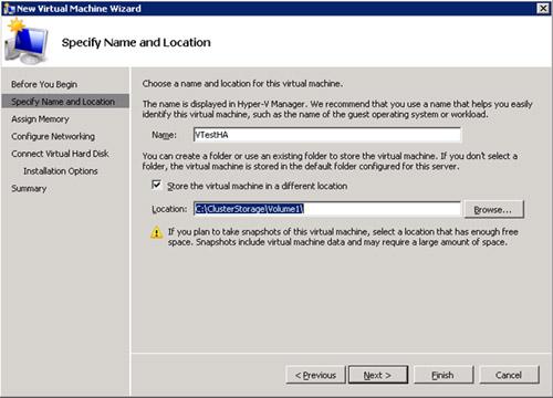 En la pantalla Specify Name and Location, especificaremos el nombre deseado para la nueva Máquina Virtual, así como la ubicación deseada para la misma, que en nuestro caso será sobre nuestro disco CSV