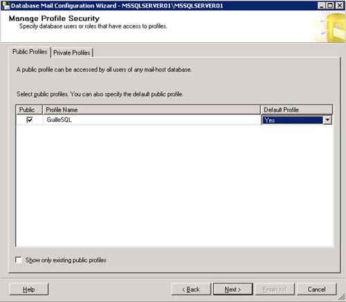 Llegamos a la pantalla Manage Profile Security. Cada perfil de Database Mail, puede ser configurado como público (puede ser utilizado por cualquier usuario) o como privado (sólo puede ser utilizado por el usuario designado). En ambos casos, el perfil puede configurarse como perfil por defecto, de tal modo que sea el perfil utilizado excepto que se indique lo contrario. En nuestro caso de ejemplo, marcamos el perfil que estamos creado, como público y como predeterminado, en la pestaña Public Profiles.
