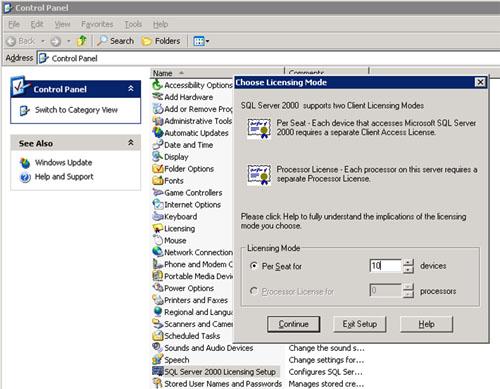 En el caso de SQL Server 2000, durante la instalación de SQL Server 2000 es posible indicar el modo de licenciamiento y cuantas licencias han sido adquiridas. Una vez realizada la instalación de SQL Server 2000, podemos utilizar la herramienta SQL Server 2000 Licensing Setup, disponible en el Panel de Control. Esta herramienta nos muestra el modo de Licenciamiento que fue especificado durante la instalación, y las licencias que hay configuradas. Téngase en cuenta, que NO podremos cambiar el modo de Licenciamiento, aunque sí el número de Licencia. Una vez que hemos instalado, nos hemos casado con el modo de licenciamiento elegido.