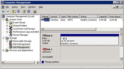 Los Nodos del Cluster MSCS que no tengan iniciados el Grupo de Recursos, no mostrarán ni la letra de unidad ni la etiqueta de volumen de los discos de dicho Grupo de Recursos (es más, aparecerá el disco marcado como Unknown - Unreadable) en la herramienta administrativa Computer Management -> Disk Management