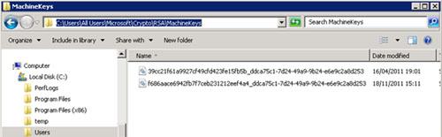 Este problema es debido a que Microsoft Dynamics 2009 utiliza CryptoAPI para decodificar la licencia, de tal modo, que al cambiar la cuenta de servicio de AOS, resulta que la nueva cuenta de servicio de AOS no tiene permisos NTFS suficientes para poder acceder al fichero de la Machine Key. En nuestro caso de ejemplo, que se trata de máquinas Windows Server 2008 R2, el fichero del que hablamos se encuentra en la ruta C:\Users\All Users\Microsoft\Crypto\RSA\MachineKeys, en particular es el primero de los dos ficheros que se pueden observar en la siguiente pantalla capturada.