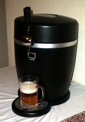 Foto de una caña de cerveza tirada con el Grifo de Cerveza Princess después de hacer el apaño para que funcionase con el Barril de Cerveza Heineken.